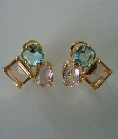 9058d196c613 Pendientes multicolor 3 cristales. Cierre omega - Pope Complementos