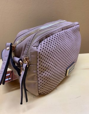e4b0441c5 Bolso contenedor en nylon con frontal troquelado. Color cuero, rosa palo,  taupe o negro