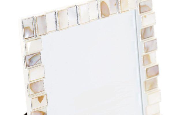 Marco metálico ractángulos nácar. Vista parcial