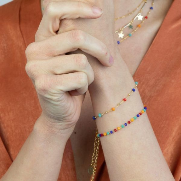 Pulsera con cadena de acero y cristales multicolor intercalados. Vista junto con otra de cristales multicolor