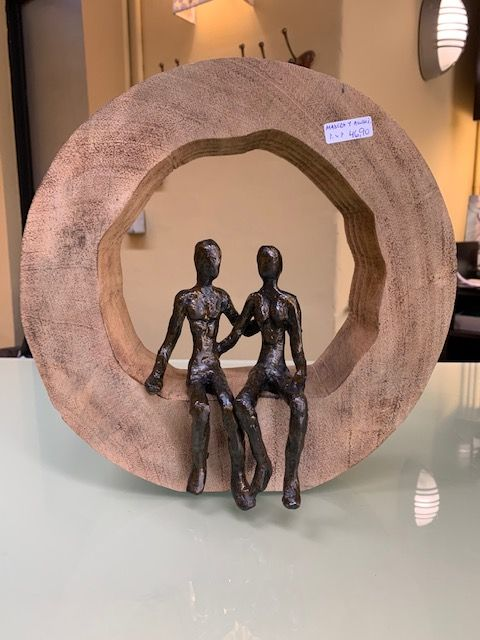 Escutura madera aluminio pareja