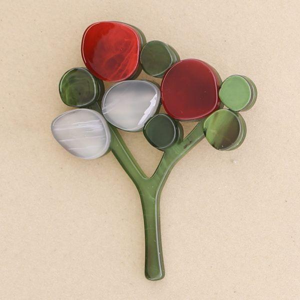 Broche árbol pasta colores. Verde