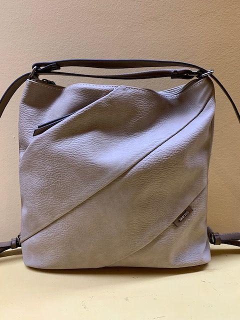 Bolso mochila cortes oblícuos. Posición mochila
