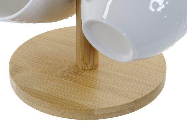 Juego mug porcelana blanca. Vista de la base del soporte