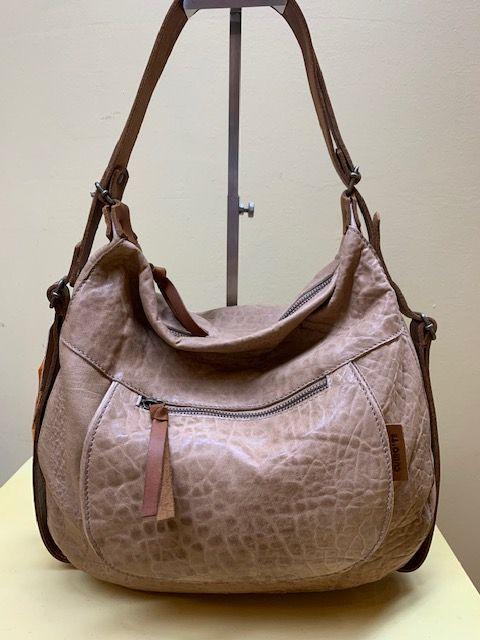 Bolso mochila góndola piel grabada. Color arena