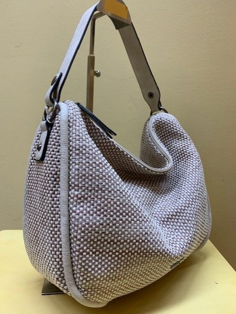 Bolso hobo base tejido natural. Beige, vista lateral