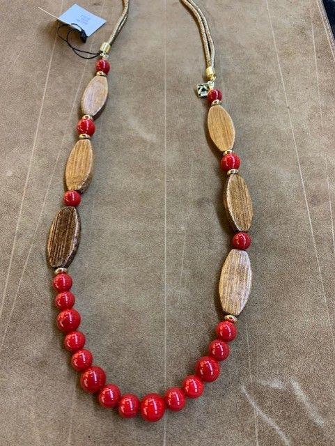 """Collar largo de madera y bolas de """"coral"""" rojas. Largo"""