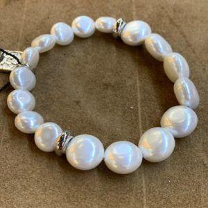 Pulsera con perlas de cristal aplanadas