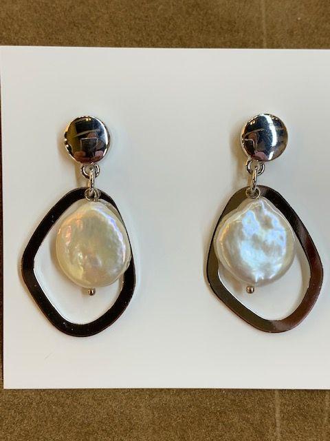 Pendientes combinados con perla natural plana