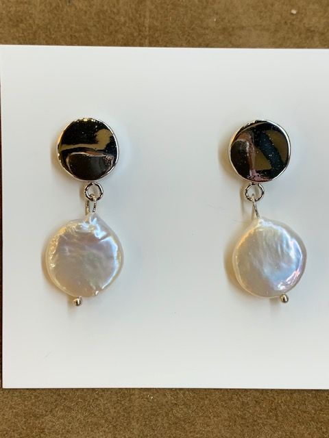 Pendientes colgantes con perla natural plana