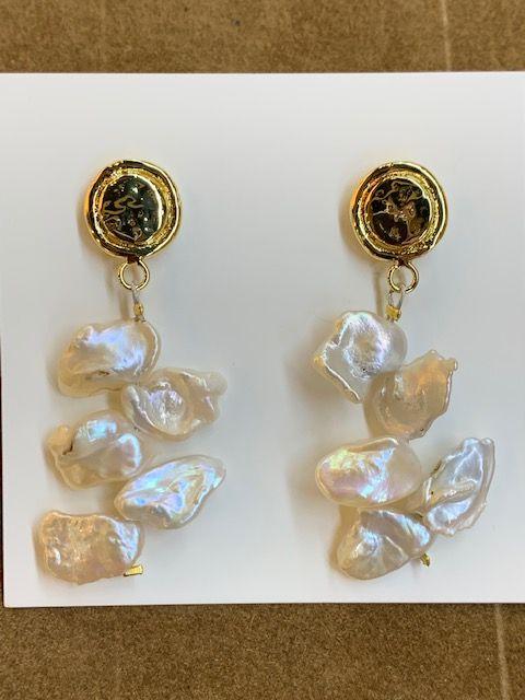 Pendintes largos con racimo de perlas naturales
