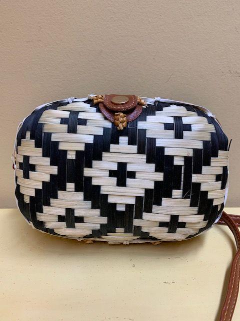 Bolso caja rectangular trenzado bicolor. Naural con verde
