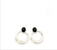 Pendientes de botón con círculo colgando. Negro con plata