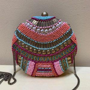 Bolso caja bombonera con bordado. Colores vivos