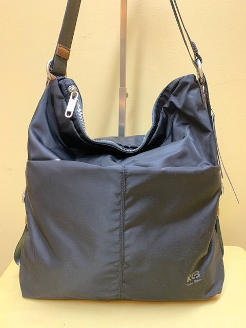 Bolso mochila de nylon KCB. Negro