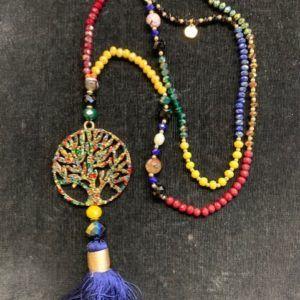 Collar multicolor con árbol de la vida y fleco