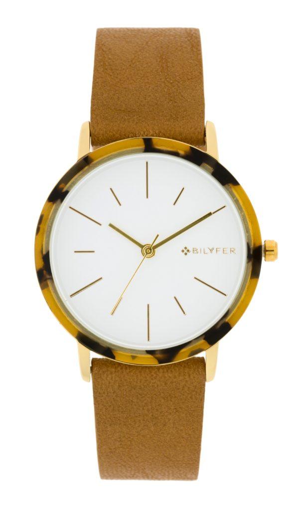 Reloj analógico con corona de carey y correa de piel camel. Esfera blanca