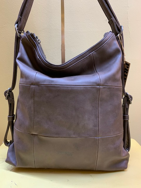 Bolso y mochila con cortes cuadrados de Privata. Marrón