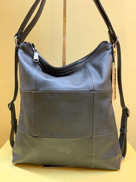 Bolso y mochila con cortes cuadrados de Privata. Negro