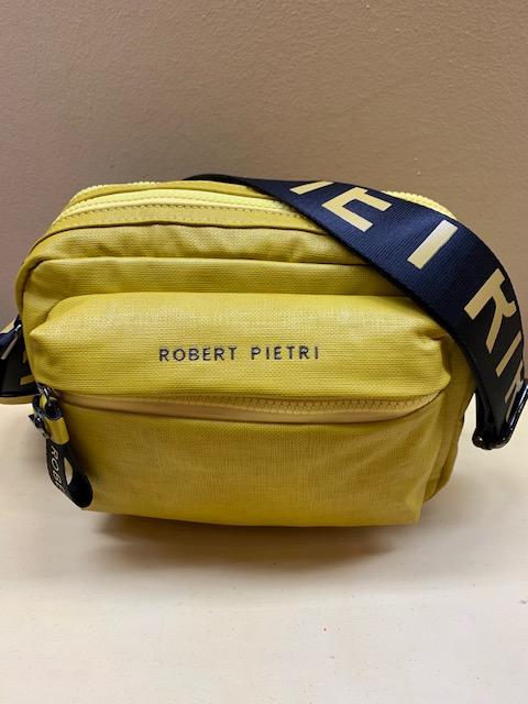 Bolso contenedor tejido plastificado de Robert Pietri. Mostaza, frontal