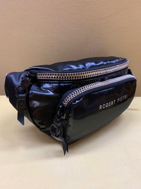 Riñonera en nylon con brillo de Robert Pietri. Vista lateral, negra