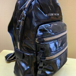 Mochila de nylon negro con brillo de Robert Pietri. Vista lateral