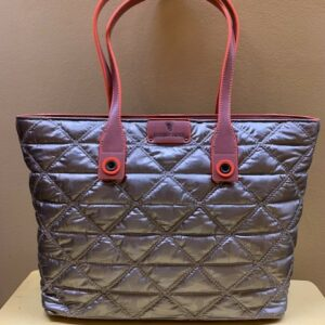 Bolso shopping en nylon guateado de Robert Pietri. Frontal color taupe-plata