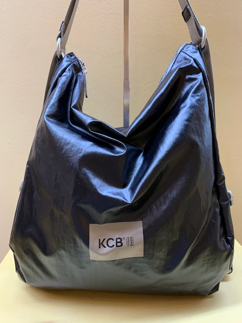 Bolso mochila ultraligero tejido metalizado KCB. Negro