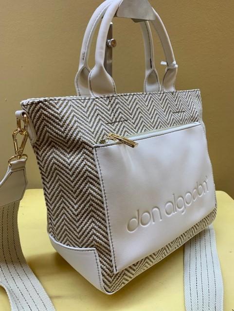 Bolso de mano y colgar blanco y dorado de Don Algodón. Vista lateral