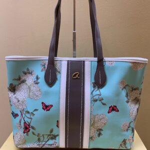 Bolso tipo shopping con print flores y mariposas de Axel. Frontal