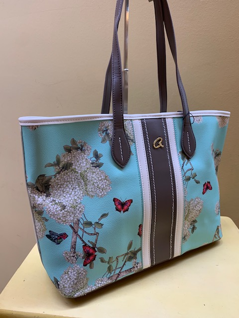 Bolso tipo shopping con print flores y mariposas de Axel. Vista lateral