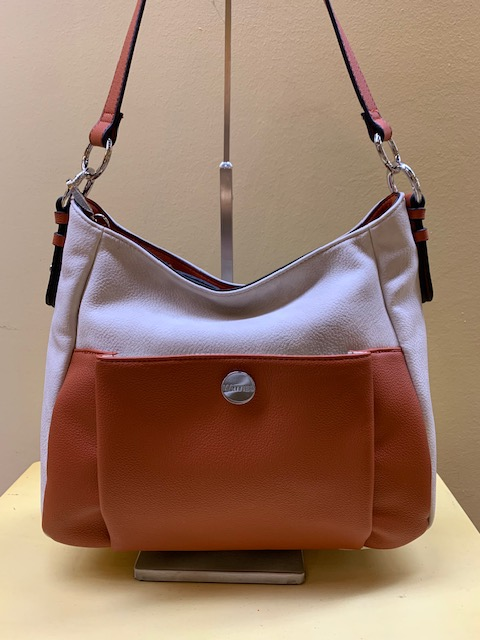 Bolso con bolsillo frontal y bicolor de Matties. Frontal con teja