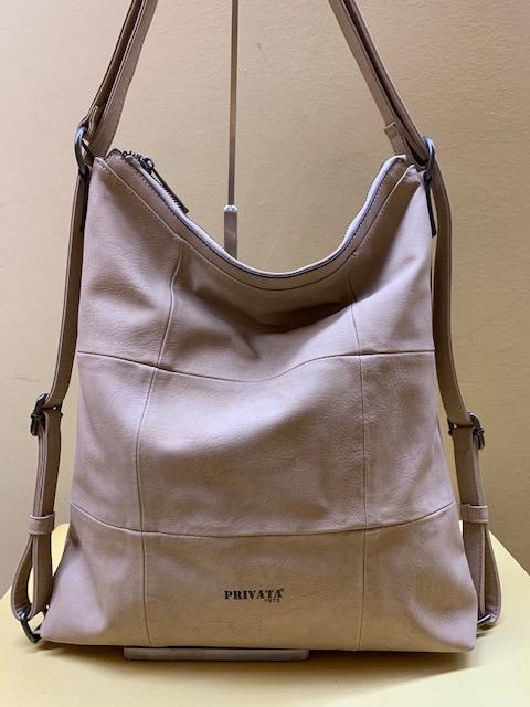 Bolso y mochila con frontal cuadros de Privata. Color arena