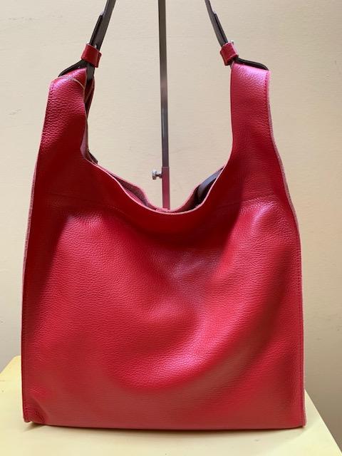 Bolsa tipo trapecio en piel grabada de Cuirots. Rojo