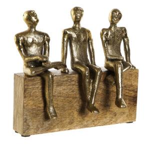 Escultura hombres conversando aluminio y madera de mango. Vista total
