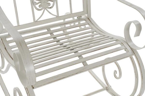 Mecedora de metal acabado en blanco envejecido. Vista parcial asiento