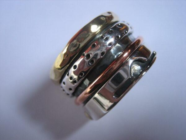 Anillo antiestres de plata combinado con bronce y cobre. Tamaño largo