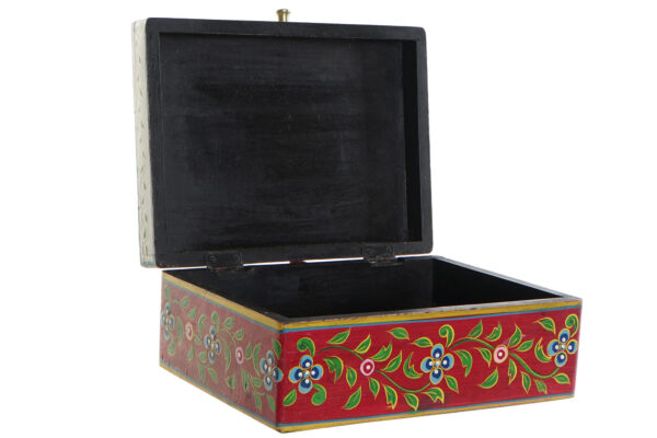 Caja baúl de madera mango pintada a mano en India. Abierta