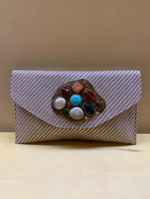 Cartera clutch con pieza irregular y motivos multicolor. Beige