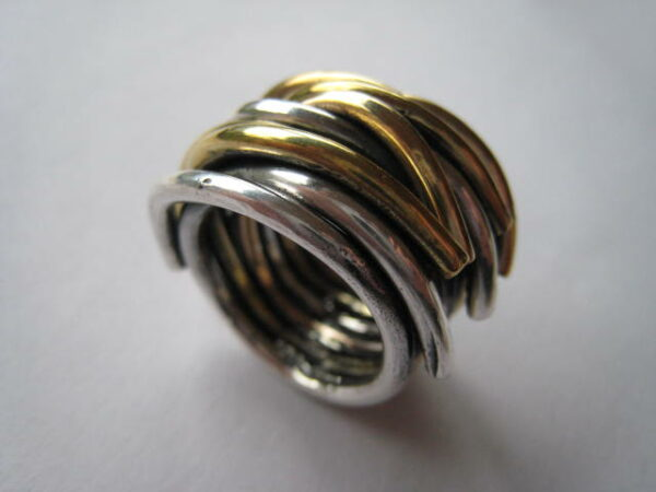 Anillo entrelazado de plata-bronce y aleación con cobre