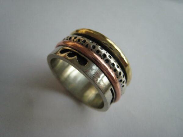 Anillo antiestres de plata combinado con bronce y cobre. tamaño corto