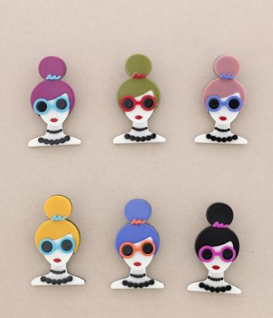 Broche pasta multicolores chica con moño y gafas