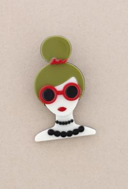 Broche pasta multicolores chica con moño y gafas. Pelo verde